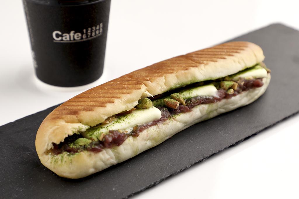 Cafe 3310 あずき、バター、抹茶の焼きコッペパン