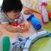 【月齢別】赤ちゃんのおもちゃおすすめ15選!選び方のポイントも!