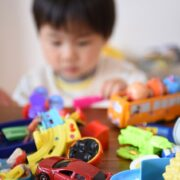3歳の男の子へのプレゼントはなにが良い?おすすめのおもちゃ11選