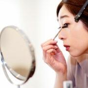 まつ毛美容液おすすめ10選!塗るタイミングや色素沈着を防ぐ方法も