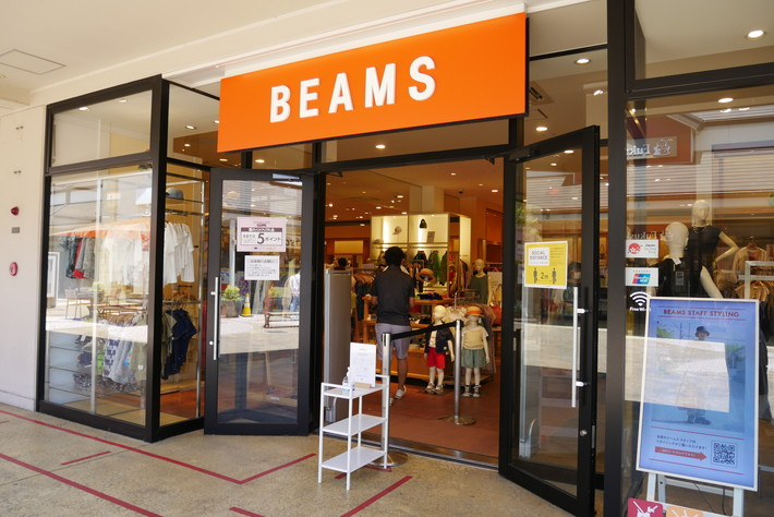 「BEAMS OUTLET」のSPECIAL SALEを開催。夏物アイテムがお得にゲットできるビッグチャンス。