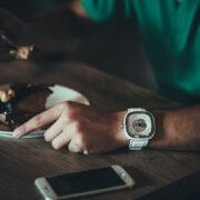 プレゼントにも!ラコステの腕時計をメンズ・レディース別に紹介