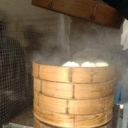 横浜エリアで人気の工場直売15選!中華、パン、スイーツ…どれにする?