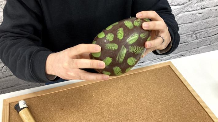 恐竜のタマゴ_チョコレート振る