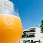愛媛のクラフトビール「DD4D BREWING Kaffir Lime Sour Ale」は、南国を思わせるトロピカルで爽やかな香り!